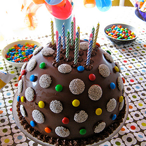 make your own pinata cake DIY